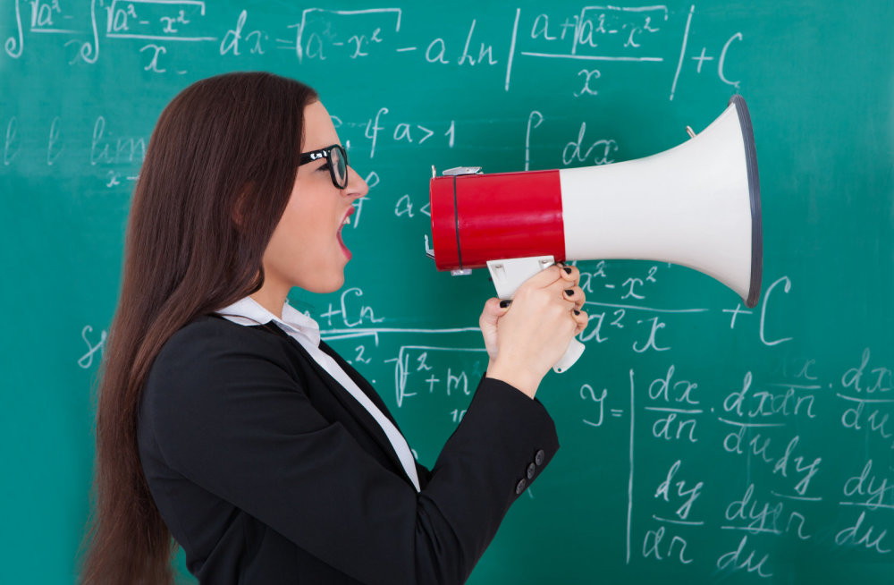 Почему кричит учитель?