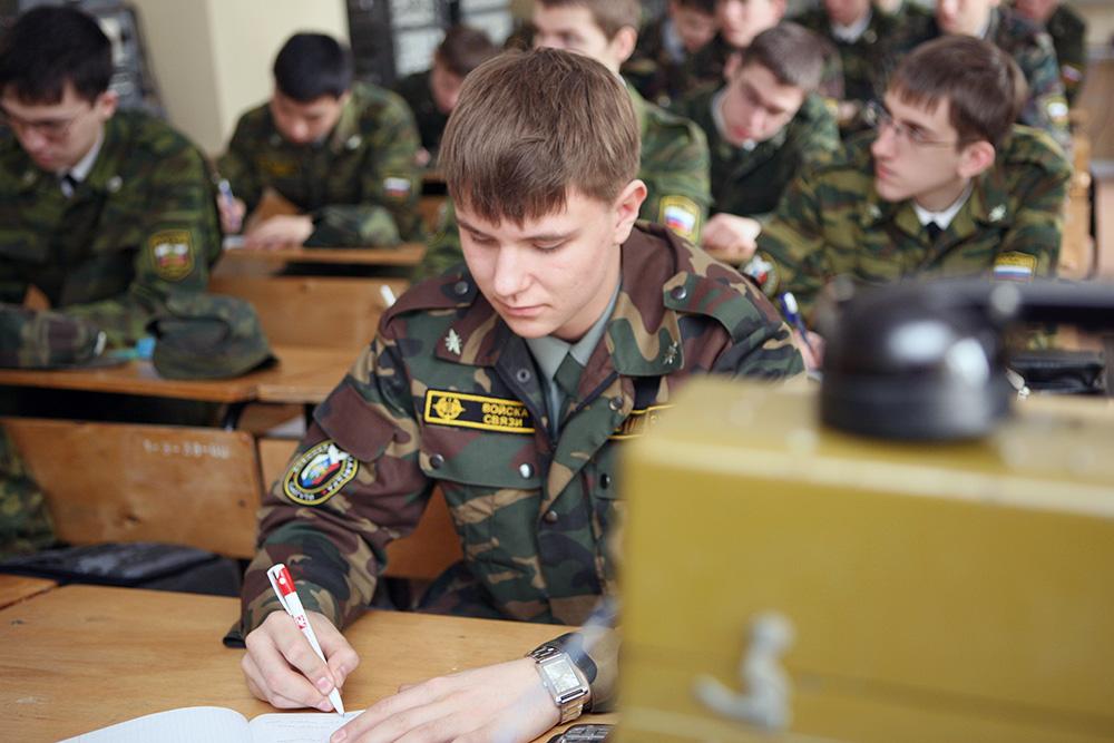 сучка Чего военная кафедра при университете самцам очень нравится